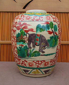 Back view - Kutani vase, elephants, colorful enamels, hand painted, antique Japanese porcelain for Japanese interior design, ikebana vase