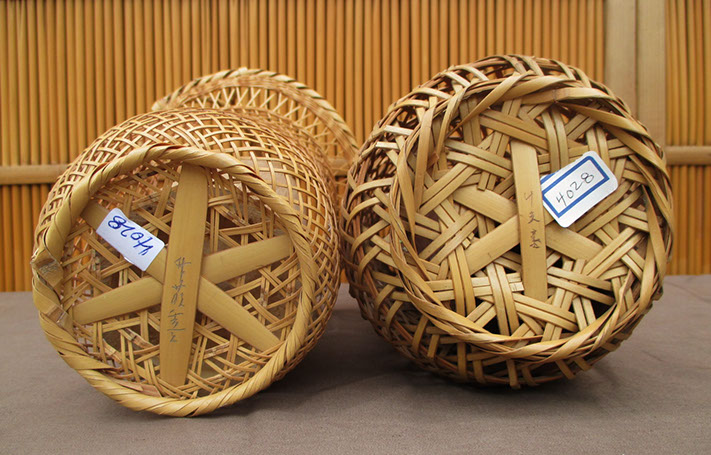 Bottom view - Two flower arranging (ikebana) baskets (hana-kago), bulbous form, flared, both signed, for Japanese interior design, tea ceremony