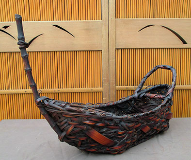 Front view - Boat basket (hana-kago) for flower arranging (ikebana), variegated weave, sooted bamboo. Antique Japanese mingei antiques